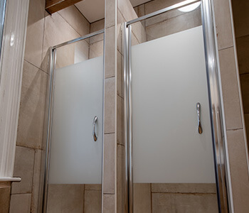 Shower cubicles at Butch Cassidy's Bunkhouse